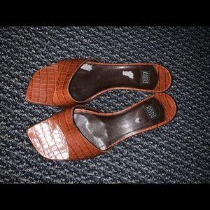 Anne Klein vintage Crocodile kitten heels